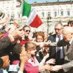 Applausi a Giorgio Napolitano, Roberto Cota sfigura
