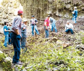 I volontari di Cossano al lavoro