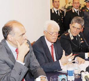 Il procuratore Alberto Perduca, il procuratore Giancarlo Caselli, il comandante del Ros dei Carabinieri Mario Parente