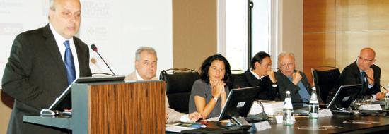 Il sindaco Maurizio Marello durante la presentazione del programma dell'ottantunesima Fiera del tartufo.