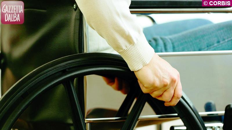 tagli assistenza sociale carrozzina