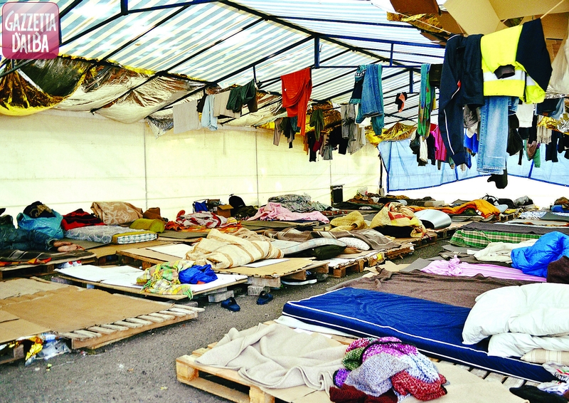 Protesta del 15 luglio dei lavoratori stagionali senza alloggio a Saluzzo: 5 denunce