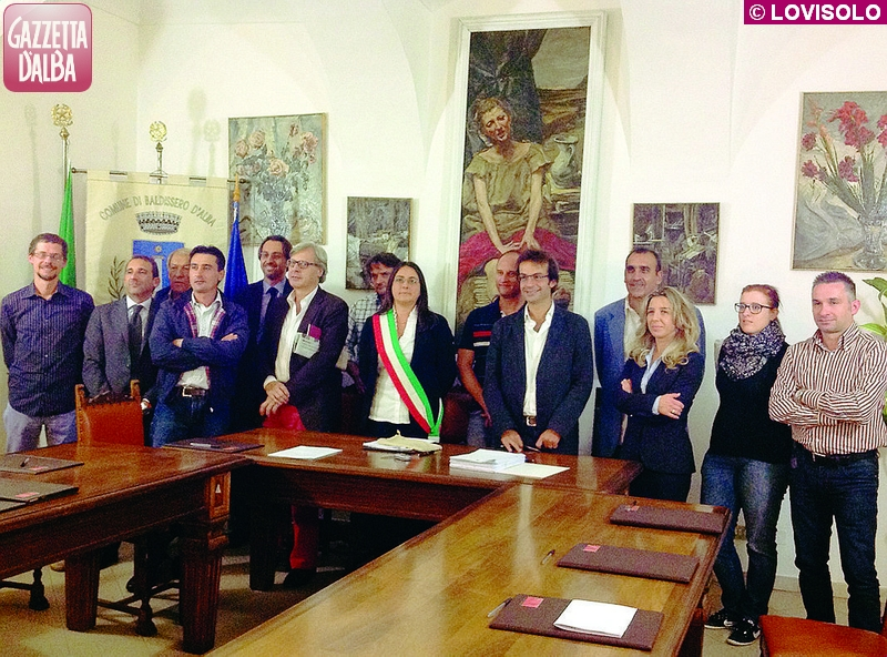L'Amministrazione baldisserese con, al centro, vicino al sindaco Cinzia Gotta, l'assessore Vittorio Sgarbi.