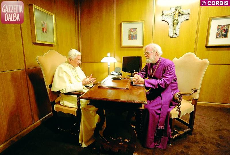 10 ottobre 2012, Benedetto XVI incontra l'arcivescovo di Canterbury Rowan Williams nello studio dell'Aula del Sinodo