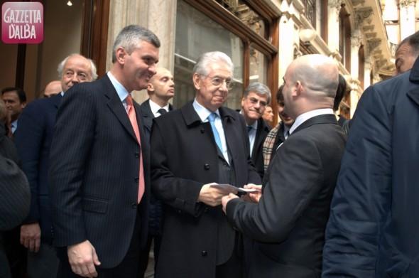 Mariano Rabino, Mario Monti e, di spalle, Walter Cavallaro