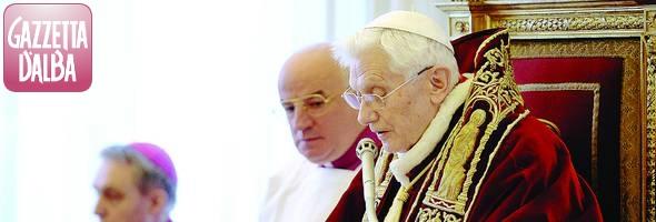 papa Benedetto XVI taglio