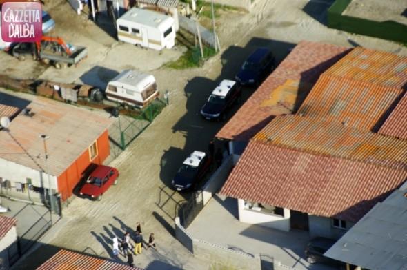 Alba: controlli dei Carabinieri al campo nomadi Pinot Gallizio