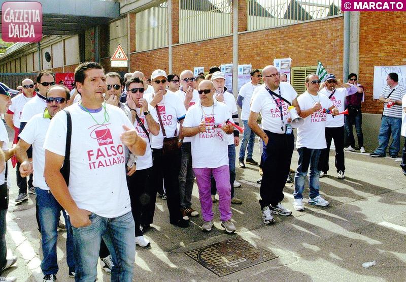 La manifestazione dei mesi scorsi, che ha visto gli addetti pugliesi dell'azienda protestare ad Alba