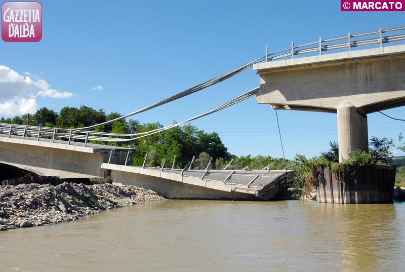 Un'immagine d'archivio scattata poche settimane dopo il crollo del ponte