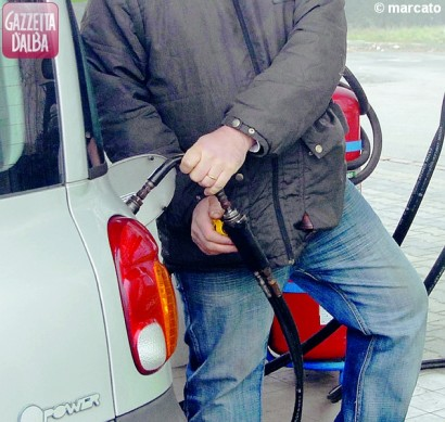 rifornimento distributore metano