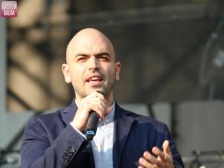 """Saviano presenterà """"La paranza dei bambini"""" al Sociale giovedì 6 aprile"""