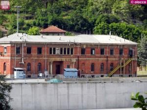 Uno dei pochi edifici sopravvissuti alla demolizione all'interno del sito ex Acna di Cengio.