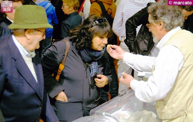 alba mercato tartufo