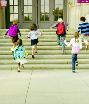 bambini entrano scuola