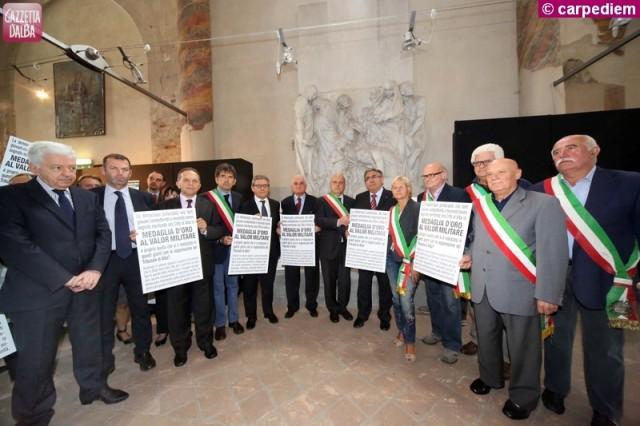 La manifestazione di sindaci e avvocati in San Domenico.