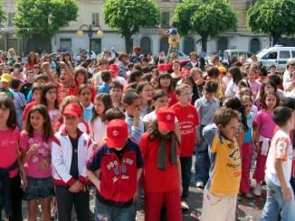 A scuola a piedi e in allegria: a Bra riparte il Pedibus
