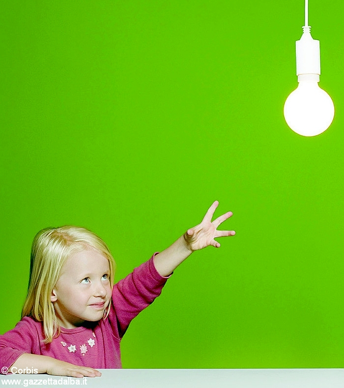 bambina lampadina