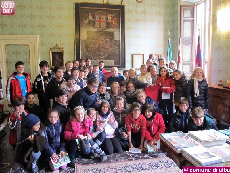 scuola-moretta-visita-municipio-alba-novembre2013