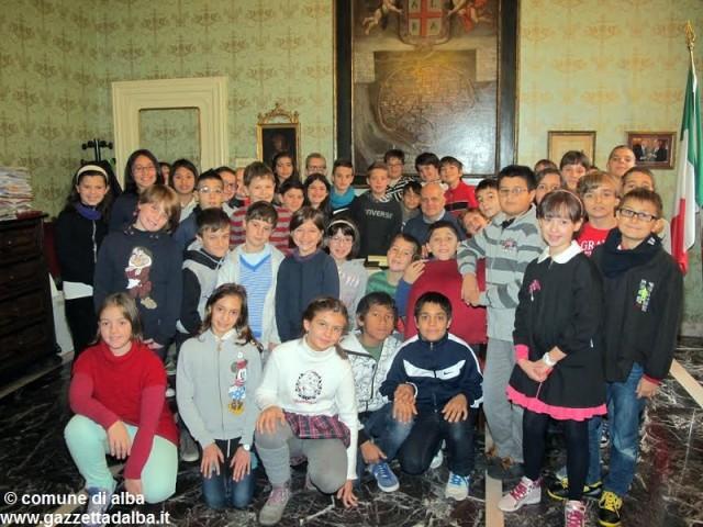 visita-studenti-scuola-sacco-municipio-alba