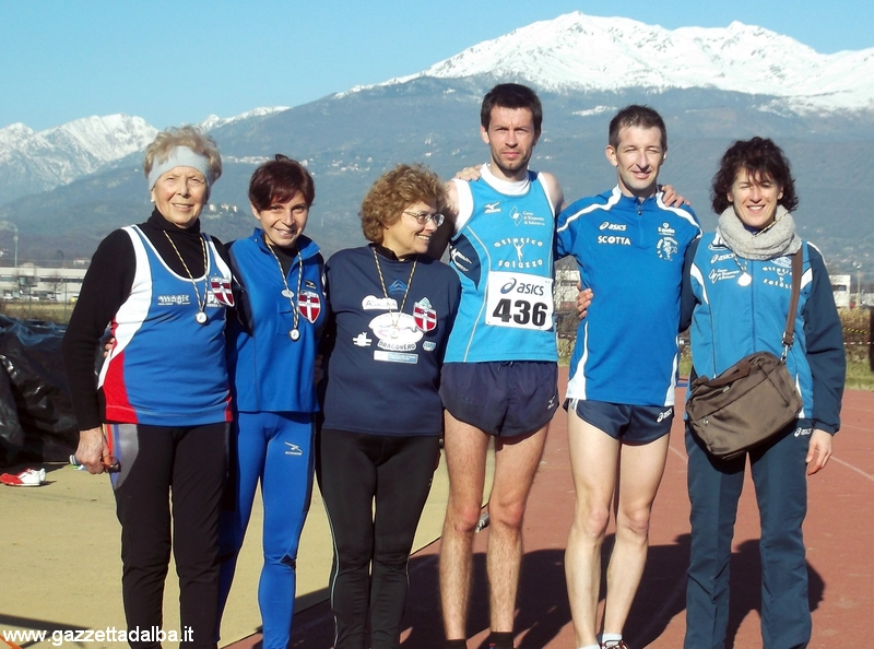 I campioni regionali di cross country: l'albese Eufemia Magro è la seconda da sinistra.