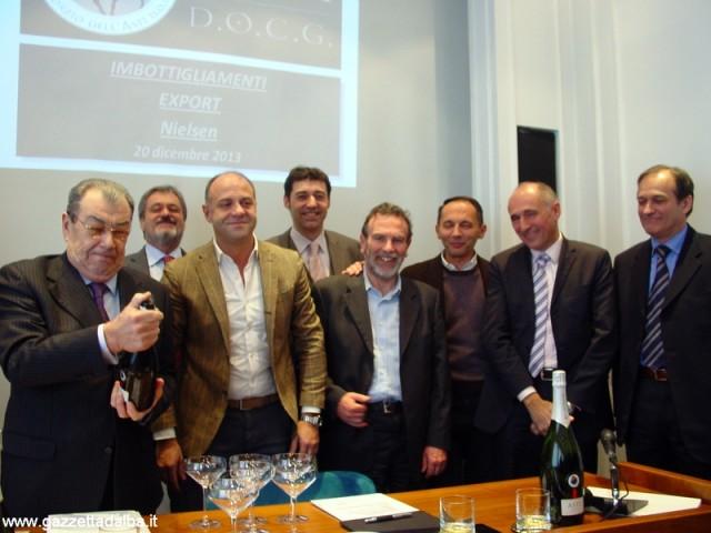 Il presidente Marzagalli stappa l'Asti per brindare con le aziende rientrate in Consorzio