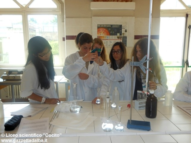 laboratorio-chimica-liceo-scientifico-alba