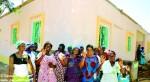 Donne burkinabè davanti al centro oftalmico