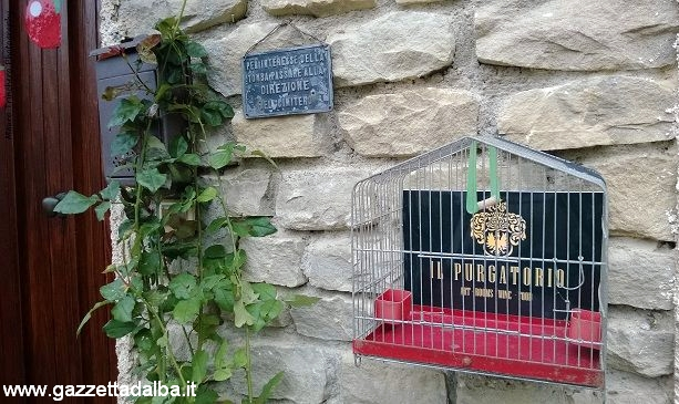 L'ingresso della residenza creativa di Somano.