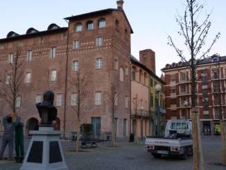 Piazza Pertinace è troppo viva: i residenti sognano meno automobili