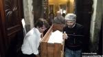 La mummia egizia viene trasportata all'interno della chiesa di San Domenico, ad Alba.