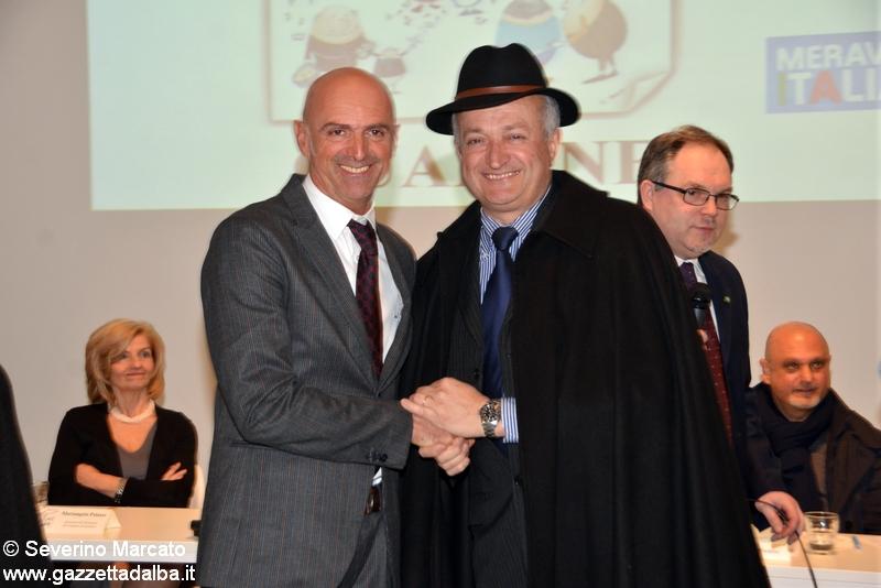 da sinistra sindaco Castagnito e sindaco Guarene