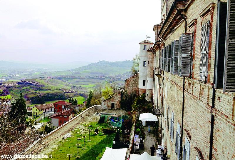 Questa sera a Magliano Alfieri concerto nel castello per la Caritas