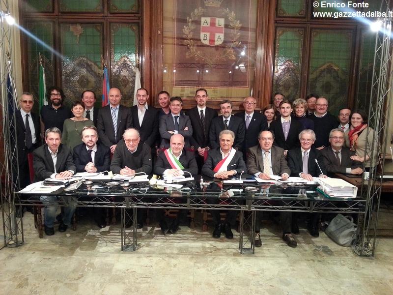 FOTO-GRUPPO-ULTIMO-CONSIGLIO-COMUNALE-MARELLO-ALBA-APRILE2014