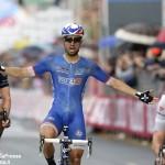 Giro d'Italia, a Foligno finisce il volata. Diego Rosa in gruppo