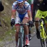Giro d'Italia, Diego Rosa in leggero ritardo per una foratura