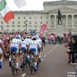 Giro d'Italia, la seconda tappa si decide in volata. Diego Rosa in gruppo