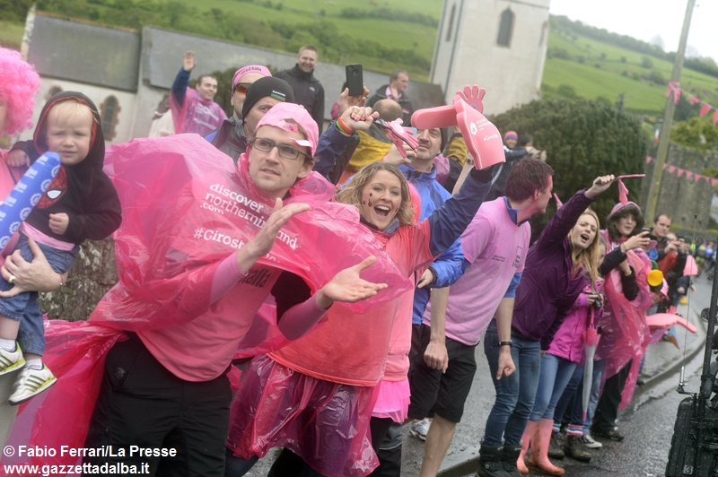 tifosi-belfast-irlanda-giro-ditalia-ciclismo2014