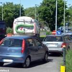 Alba, traffico in tilt per le asfaltature in vista del Giro d'Italia