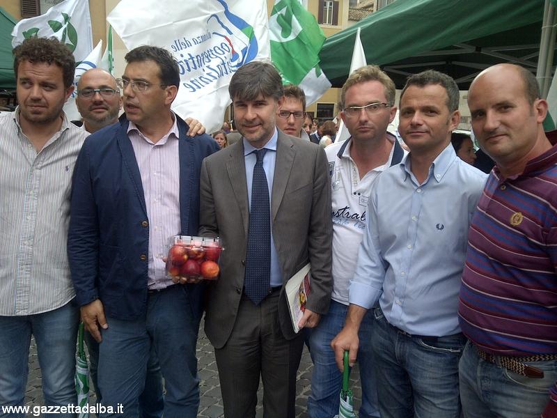 viceministro Olivero con agricoltori Cuneo