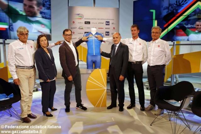 maglia-azzurra-nazionale-ciclismo-ct-davide-cassani