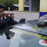 Finanziere di Bra fuori servizio blocca l'aggressione all'autista di un autobus