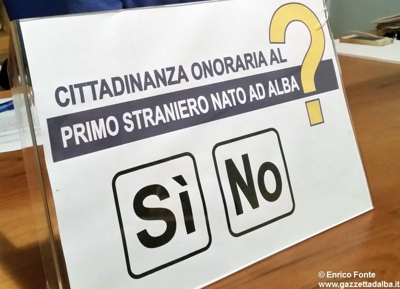 cittadinanza-onoraria-primo-straniero-nato-alba-2014