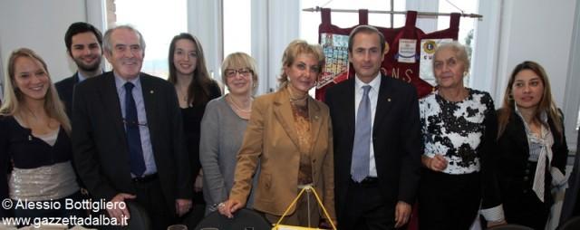 Al centro il presidente Gionni Marengo insieme ad alcuni membri del consiglio direttivo, e alcuni tesserati del club Leo.