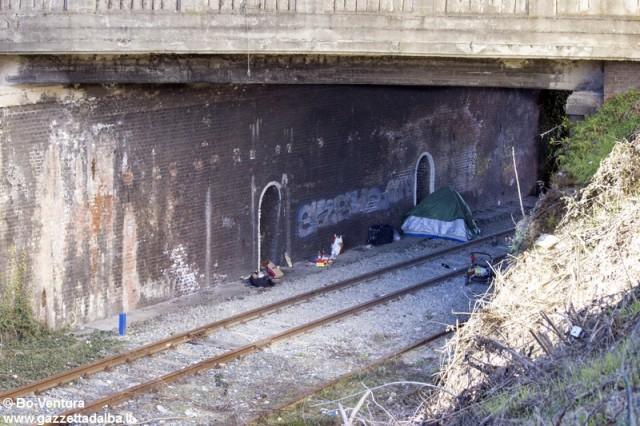 accampamento-abusivo-corso-italia-alba-gennaio2015 (1)