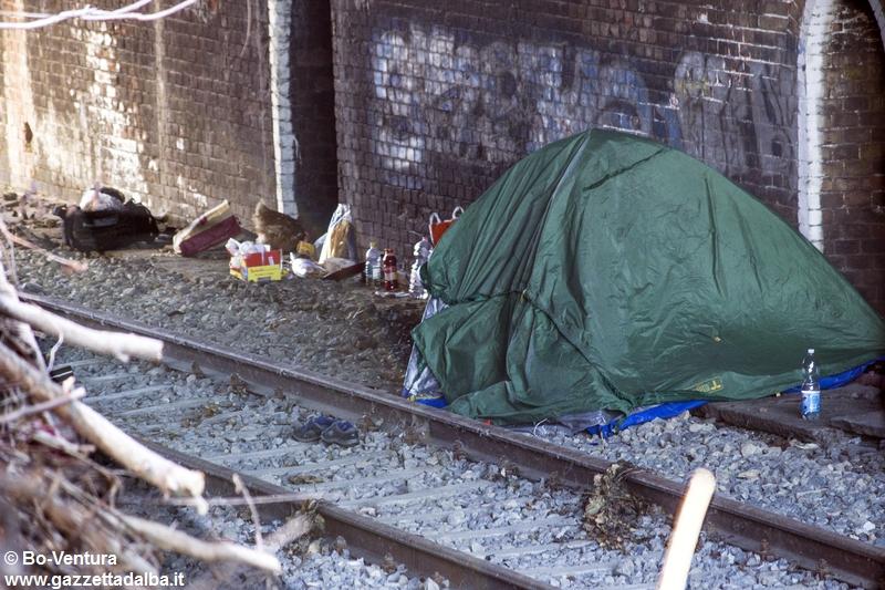 accampamento-abusivo-corso-italia-alba-gennaio2015 (2)