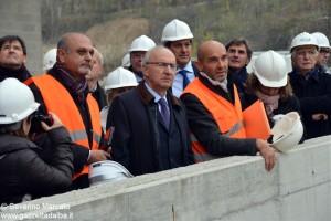 L'assessore Antonio Saitta in visita al cantiere di Verduno.