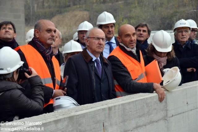 L'assessore regionale alla sanità Antonio Saitta in visita al cantiere dell'ospedale di Verduno.
