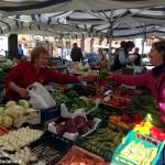 Gli ambulanti di Canale: «Non spostate il mercato in estate»