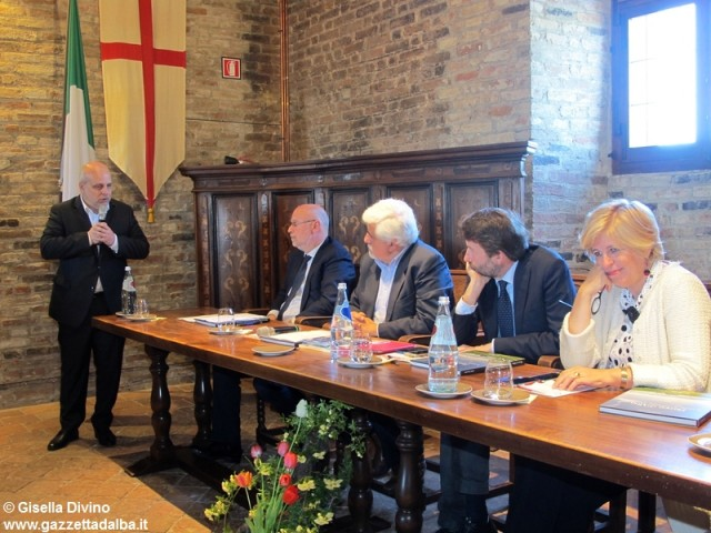 visita-ministro-franceschini-castello-grinzane-aprile2015