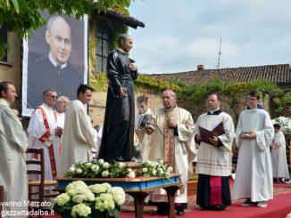 I devoti pregano il Beato Luigi Brodino
